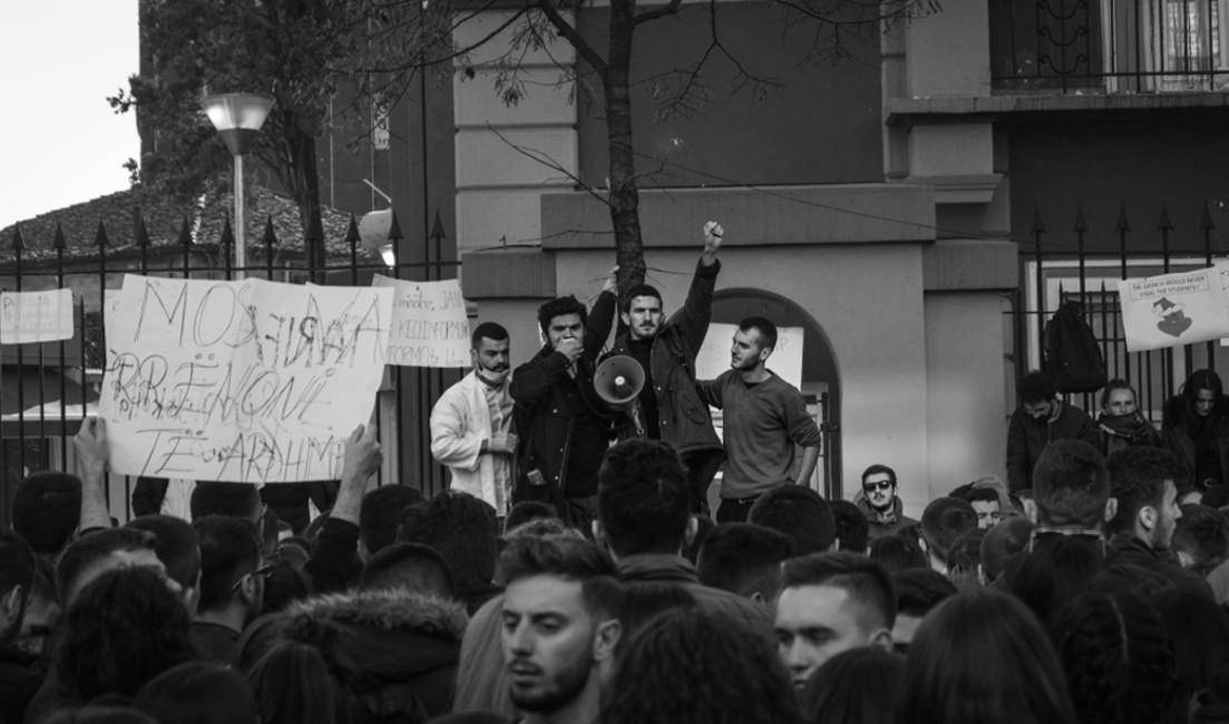 Tirana, proteste degli studenti 7 dicembre 2018 - Igli Ilubani - Shutterstock.jpg