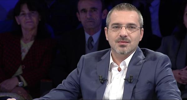 Simir Tahiri, ex ministro degli Interni dell'Albania durante un recente intervento sul canale televisivo RTV KLAN