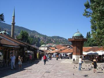 La piazza del Sebilj a Sarajevo, foto di Peter Collins -