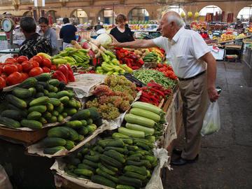 Un mercato coperto a Yerevan - ReflectedSerendipity/flickr