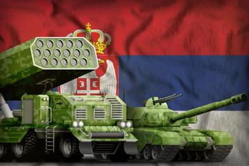 Lanciamissili in modellino 3d con sfondo bandiera serba © Anton_Medvedev/Shutterstock
