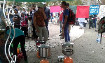 Un tè coi rifugiati (foto A. Riha)