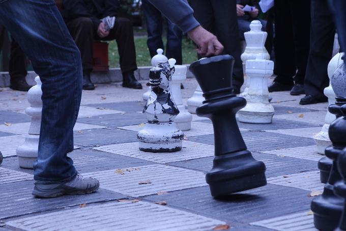 Sarajevo, partita a scacchi - © Foto di Nicole Corritore OBC.jpg