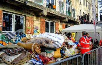 Distribuzione di abiti e coperte a Bihać - Crveni križ grada Bihaća .jpg