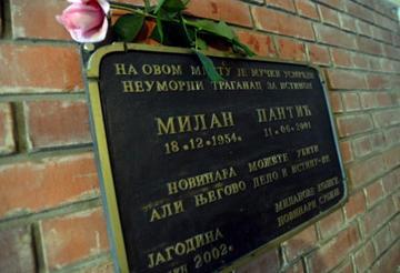 Targa in memoria di Milan Pantić, nel luogo dove venne ucciso - dal web.jpg