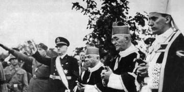 Alojzije Stepinac (primo da destra)