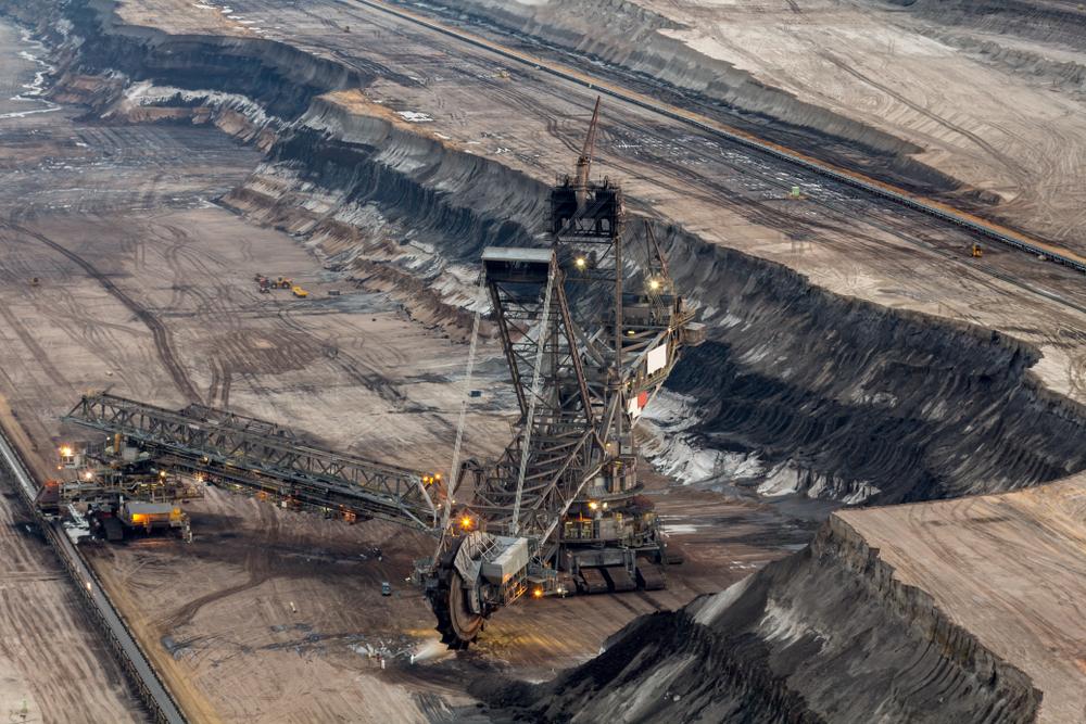 معدن سنگ لیگنیت (© levelupart / Shutterstock)