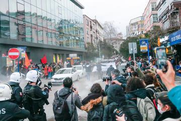 Istanbul, 2 febbraio 2021, la polizia interviene durante le proteste studentesche © Tolga Subasi/Shutterstock