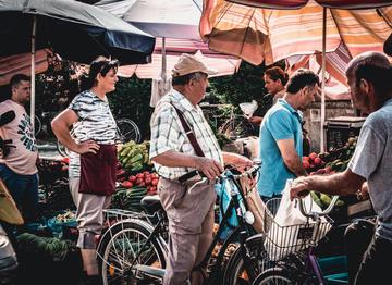 Al mercato di Scutari, Albania (© viajeleve/Shutterstock)