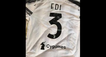 Una maglietta della Juventus con il numero 3 ed il nome di Edi Rama