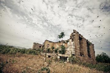 Le rovine di Agdam, a pochi km dalla linea del cessate il fuoco (Foto Marco Fieber, Flickr)