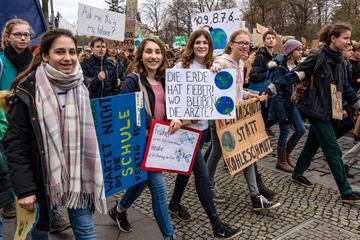 Manifestanti FFF a Berlino - Rolf G Wackenberg/Shutterstock