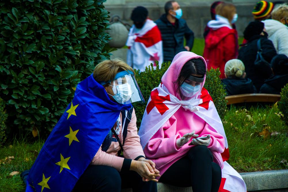 8 novembre 2020, proteste anti-governative davanti al Parlamento (@ Tai Dundua/Shutterstock)