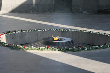 Memoriale del Genocidio armeno, Yerevan - Foto Arthur Chapman - Flickr.com.jpg