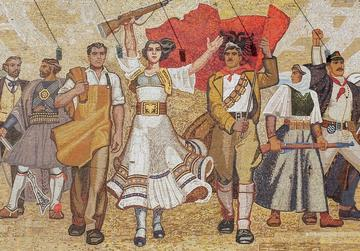 Dettaglio del mosaico sulla facciata del Museo nazionale di Tirana (© Zvonimir Atletic/Shutterstock)