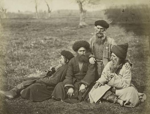 Alcuni membri della comunità Juhuro (Raul v Odessie, Public domain, via Wikimedia Commons)