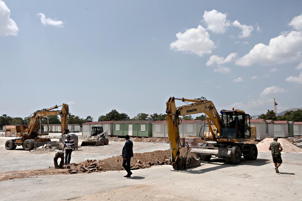 Un campo per rifugiati in costruzione ad Atene (foto: © Alexandros Michailidis/Shutterstock)