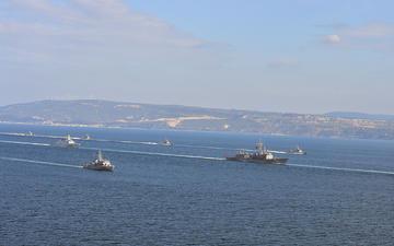 Navi da guerra turche nello stretto dei Dardanelli (© thomas koch/Shutterstock)