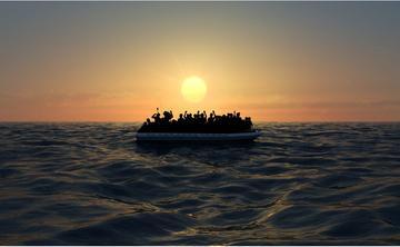 Migranti su un gommone alla deriva nel mare -  © Naeblys/Shutterstock