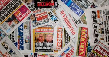 Prime pagine dei giornali di Bosnia Erzegovina, Kosovo, Montenegro e Serbia (Foto di Chris J. Parsons Photography)
