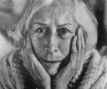 Banine, pseudonimo diUmm el-Banine Assadoulaeff, ritratta giovane a Parigi