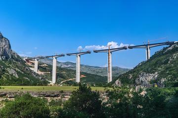 Lavori di costruzione dell'autostrada Bar-Boljare (BestPhotoPlus/Shutterstock)