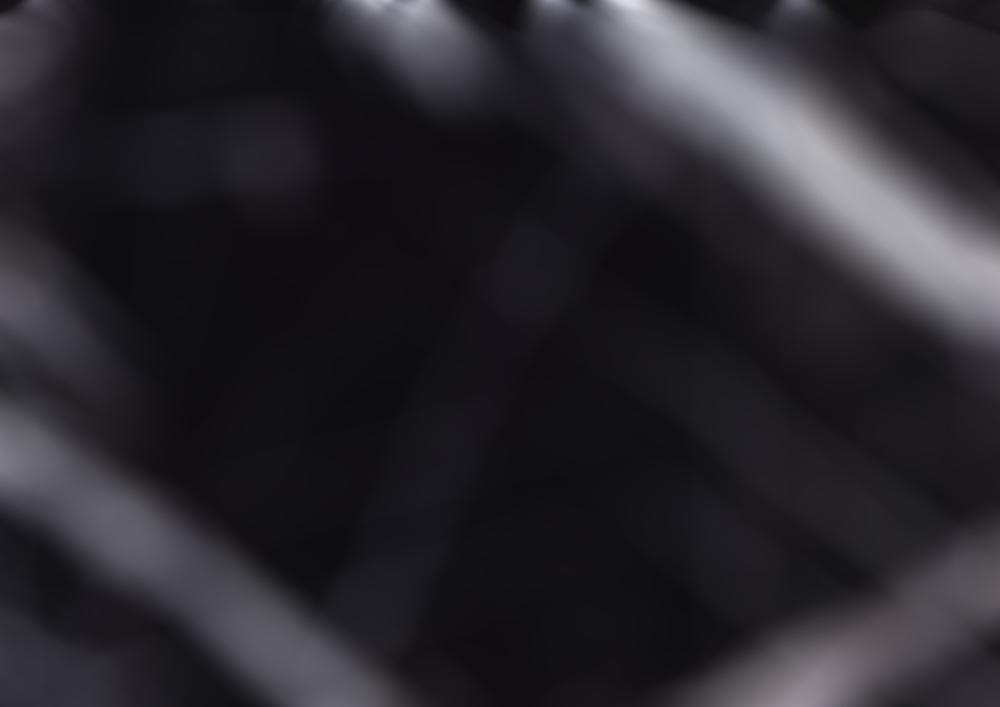 Immagine astratta che raffigura fasce di luce nel buio