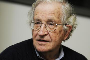 Noam Čomski portret