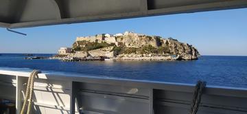 L'isola di San Nicola vista dal traghetto - foto di Fabio Fiori
