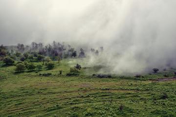 Le montagne del Karabakh avvolte dalla nebbia(foto © Michal Knitl /Shutterstock)