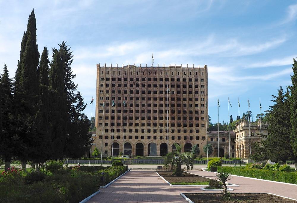 Sukhumi, Abkhazia - foto di Clay Gilliland - Flickr.jpg