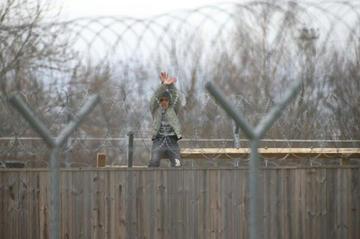 Filo spinato, da Help the refugees in Macedonia.jpg
