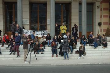 Iniziativa di Jedan Grad Jedna Borba davanti alla Biblioteca nazionale di Sarajevo