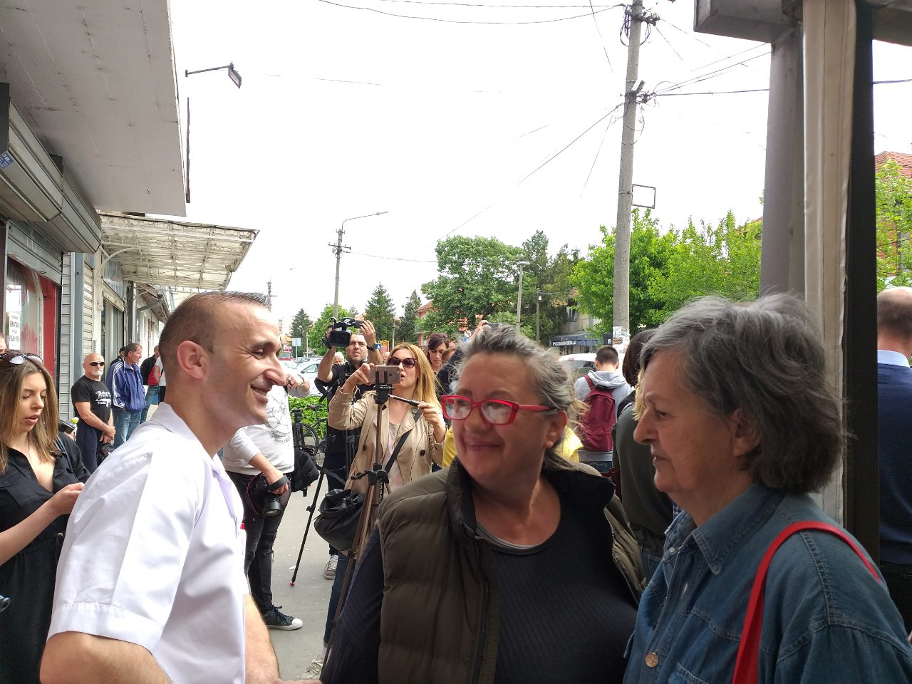Mon Gjuraj tokom manifestacije solidarnosti (fotka A. Riha)