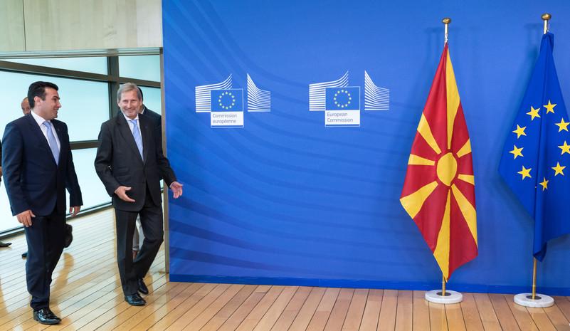 Zoran Zaev e il commissario Johannes Hahn
