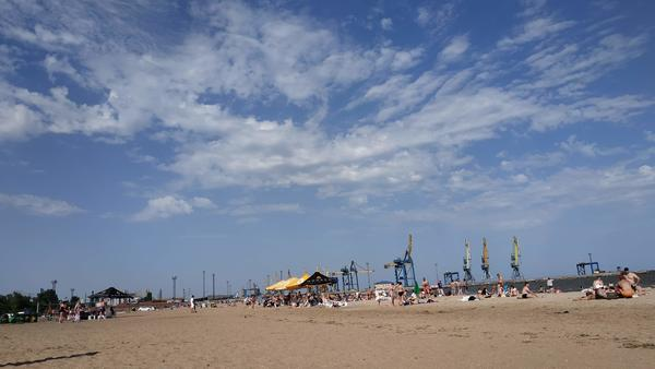 Beach by the port in Mariupol - photo by Claudia Bettiol