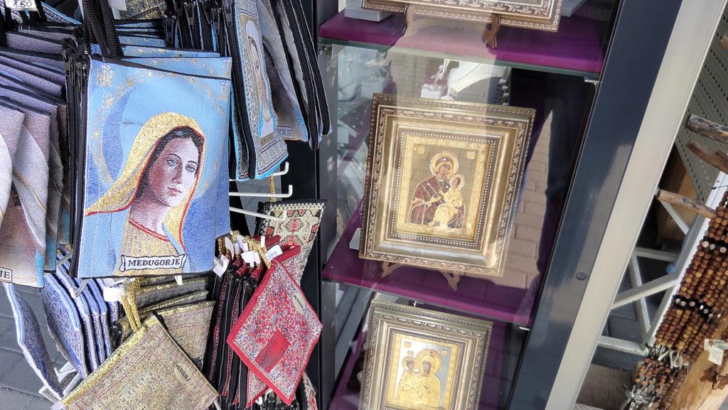 Međugorje, souvenirs legati al turismo religioso - Mariangela Pizziolo