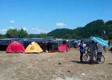Bihać, accampamento migranti agosto 2018 - foto One Bridge to Idomeni.jpg