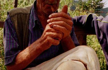 Un anziano in Bosnia Erzegovina