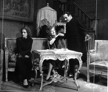 In fotografia Vika Podgorska, Bela Krleža, Tito Strozzi, HR-HDA-1424/ - Raccolta di fotografie teatrali di Mladen Grčević. Archivio di Stato croato