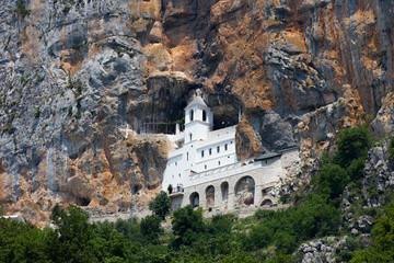 Monastero di Ostrog (foto © NICOLA MESSANA PHOTOS/Shutterstock)