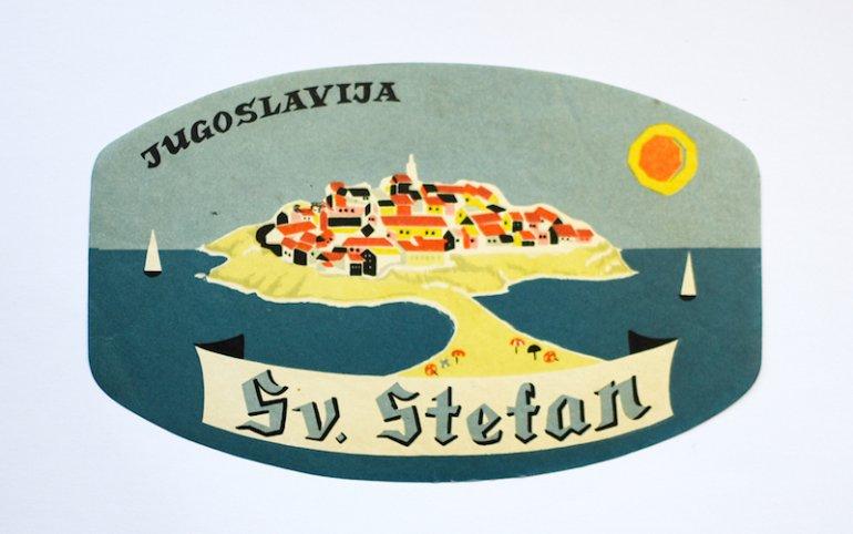 Una pubblicità di epoca jugoslava con l'immagine stilizzata della penisola di Sveti Stefan