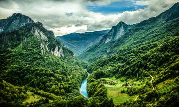 Il fiume Tara e le montagne che lo circondano (foto di Lavinia Mazdul /Shutterstock)