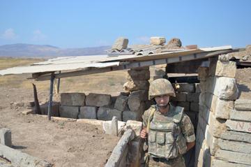 Postazione tra Nagorno Karabakh e Azerbaijan - foto © Simone Zoppellaro.jpg