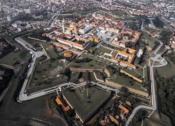 La cittadella di Alba Iulia in Romania, al cui restauro l'UE ha contribuito con 36 milioni di euro (foto: Kiki Vasilescu/Wikimedia Commons – CC BY-SA 4.0)