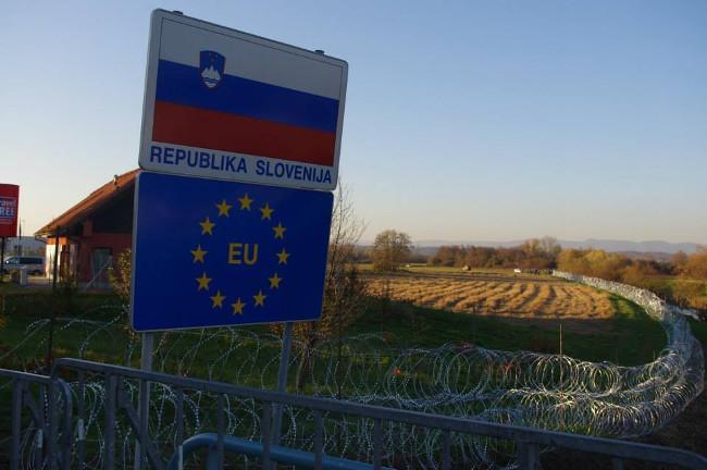 Filo spinato al confine tra Slovenia e Croazia, foto © Stefano Lusa.jpg