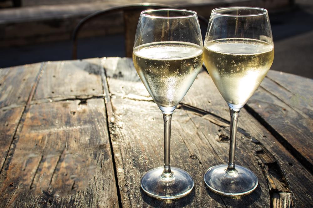 Due bicchieri di vino - © Lenti Hill/Shutterstock
