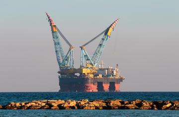 Cipro, piattaforma offshore per trivellazioni petrolifere e di gas (© Andriy Markov/Shutterstock)