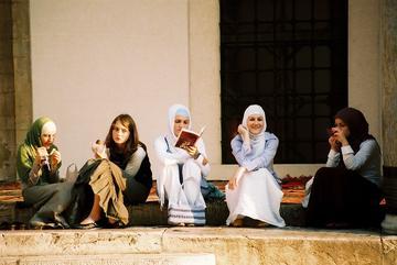 Ragazze a Sarajevo - Kashfi Halford/Flickr