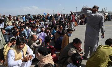 Persone in attesa a Kabul 18 agosto 2021 © john smith 2021/Shutterstock